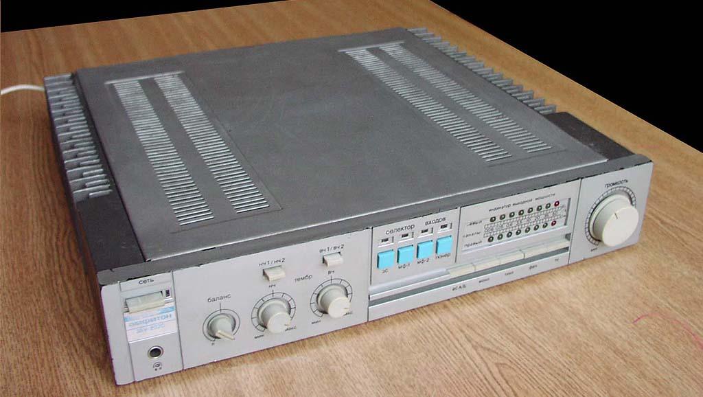 """Инструкция по эксплуатации на стереофонический усилитель  """"Амфитон 35У-202С  """".  Формат DjVu 350 кб. года."""